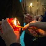 В Знаменском храме встретили Вифлеемский огнь